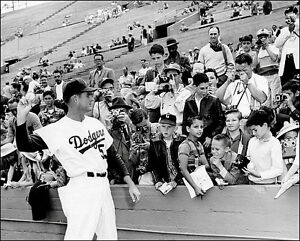 Don-Drysdale-Photo-8X10-1959-Los-Angeles-Dodgers-Buy-Any-2-Get-1-Free