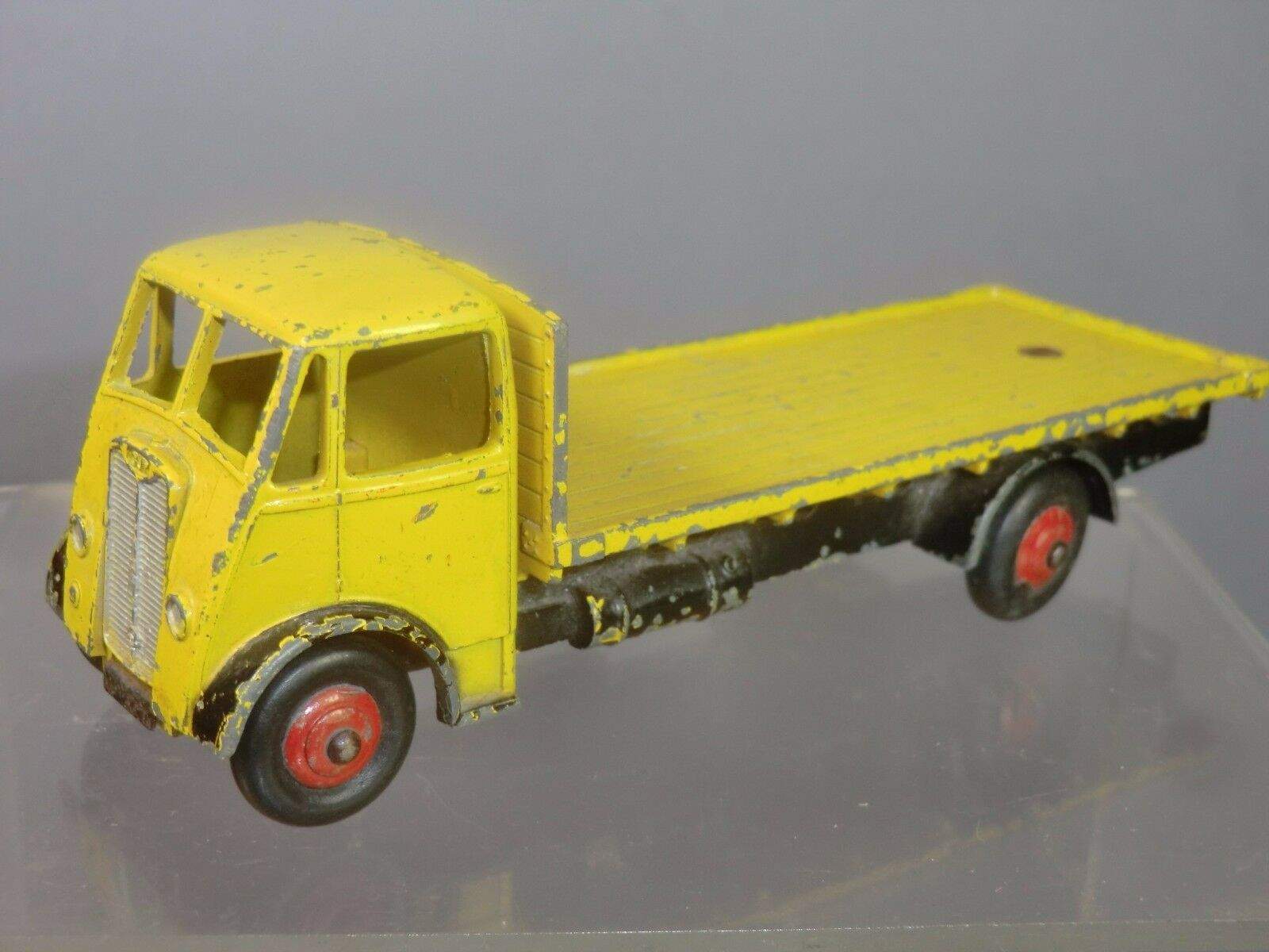 DINKY SUPERTOYS MODEL No.512 GUY 4 Ton FLAT LORRY    Gelb VERSION