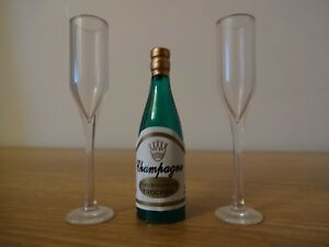 Plastic Champagne Bottle 2 X Flutes Glasses Cake Cupcake Toppers