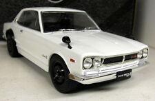 TRIPLE 9 1/18 SCALA-Nissan Skyline GT-R KPGC 10 Bianco Auto Modello Diecast