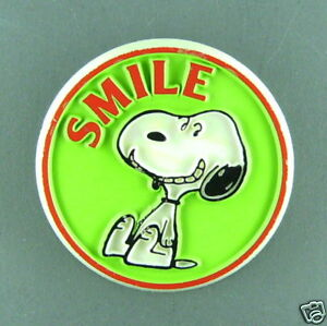 Snoopy cool vintage  button pin peanuts