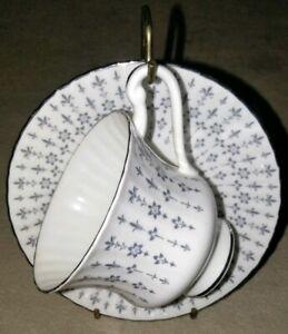 Royal-Standard-Fine-Bone-China-England-Tea-Cup-And-saucer-Set-vintage