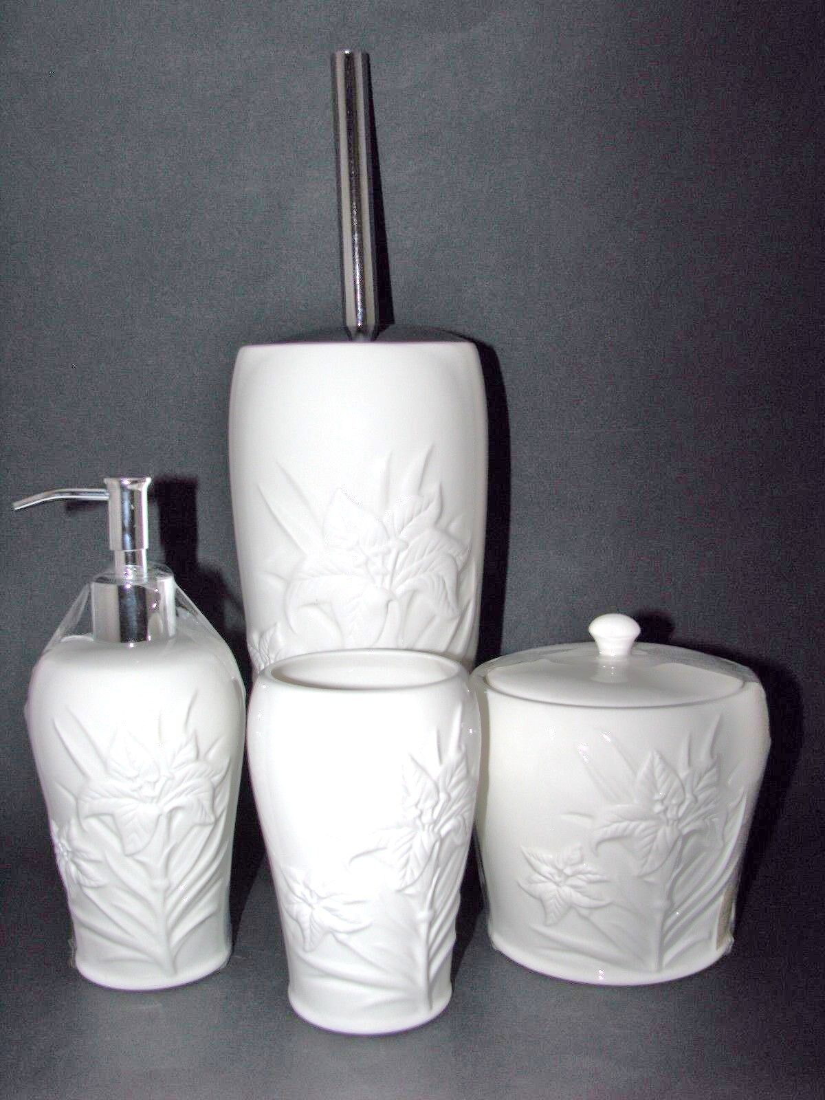 4 PC ARTISTIC Weiß POINSETTIA CERAMIC SOAP DISPENSER,TOILET BRUSH HOLDER+2 MORE