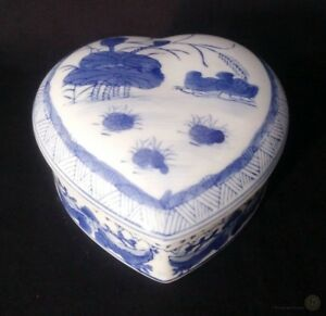 Ceramic-Oriental-Heart-Shaped-Trinket-Box-Blue-And-White-FREE-Delivery-UK