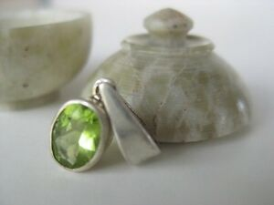 Peridot-Silver-Pendant-Nepal-sterling-tiny-oval-stone