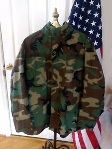US-Army-Woodland-M-65-Field-Jacket-Coat-Cold-Weather-Camo-Med-Reg-Made-In-USA