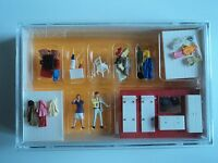 Preiser Cloak Room / Closet Furniture W/ 2 Figures Ho 1/87 10658