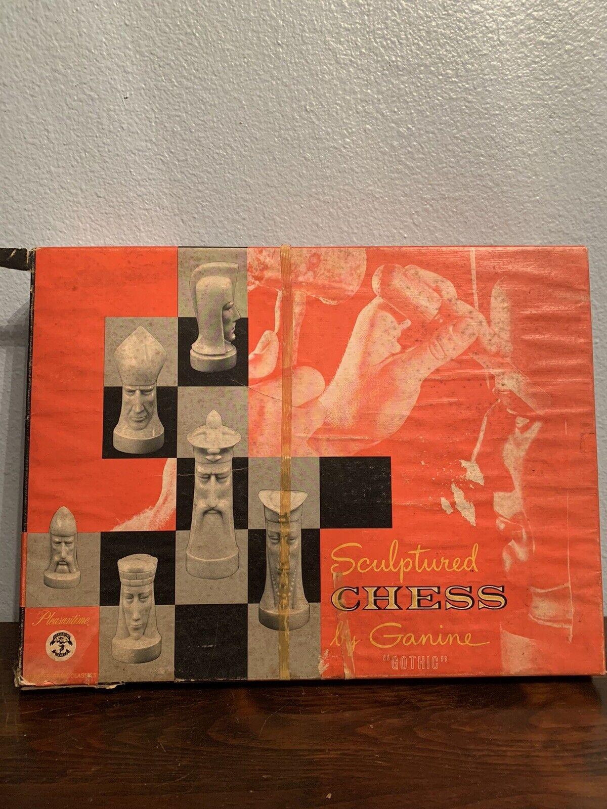 gótico  esculpido juego de ajedrez y piezas de Ganine