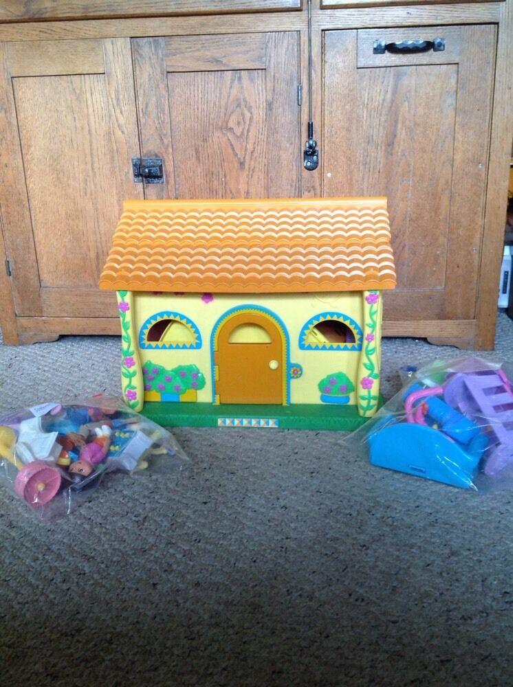 Ägde Dora s Talking House.Det kommer med många extra.Se bilder.