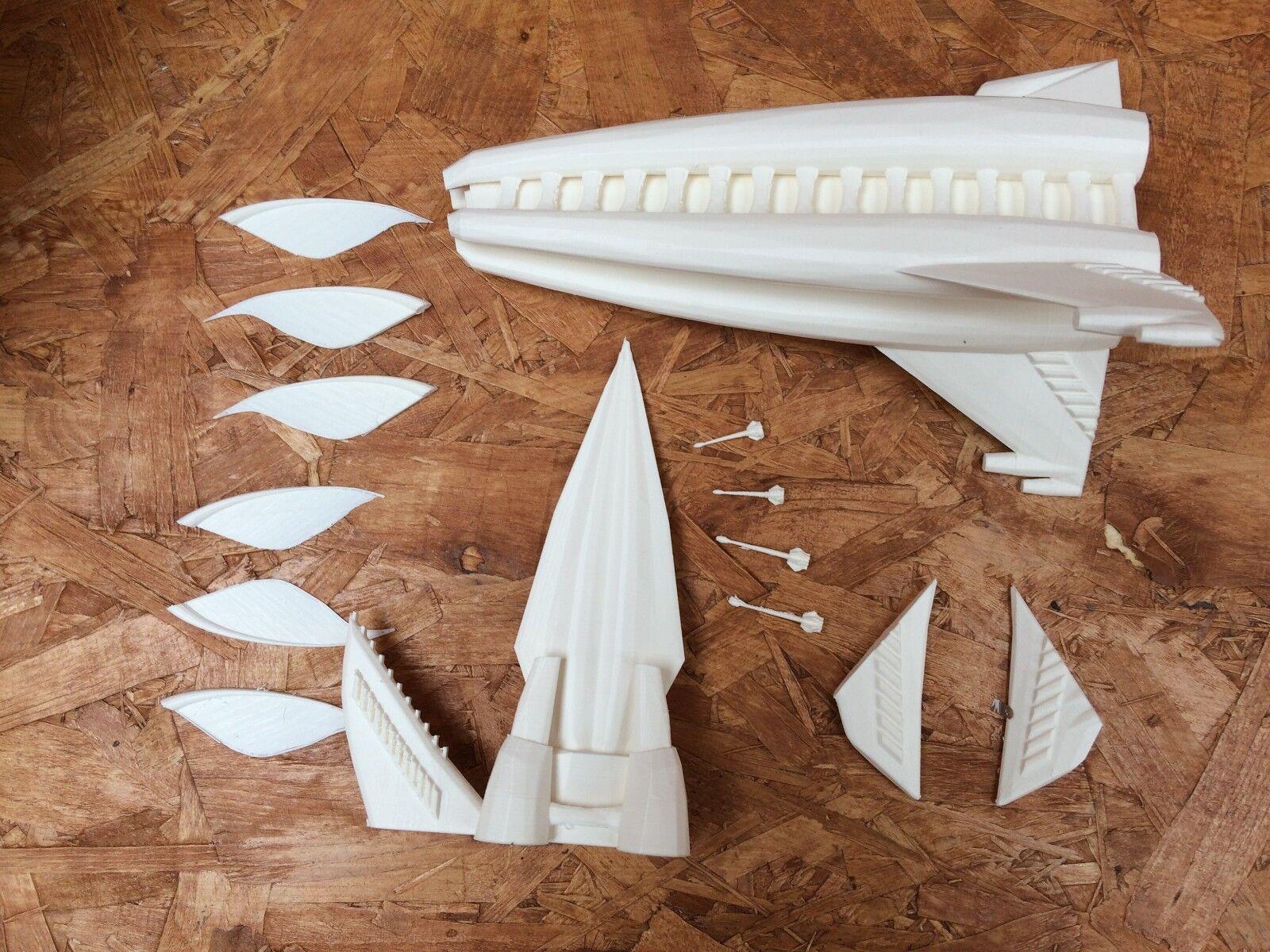 Minbari Tinashi - Model Kit - Babylon 5 - 12 inches (30 cm) long - c w Stand