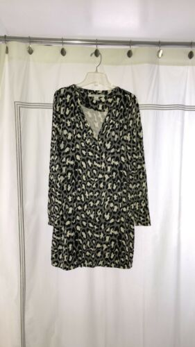 AWESOME DVF Leopard Print long sleeve/v neck dress