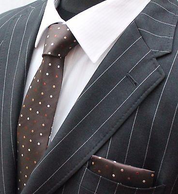 Tie Cravatta Marrone Con Spot Gt12-mostra Il Titolo Originale Lasciamo Che Le Nostre Merci Vadano Al Mondo
