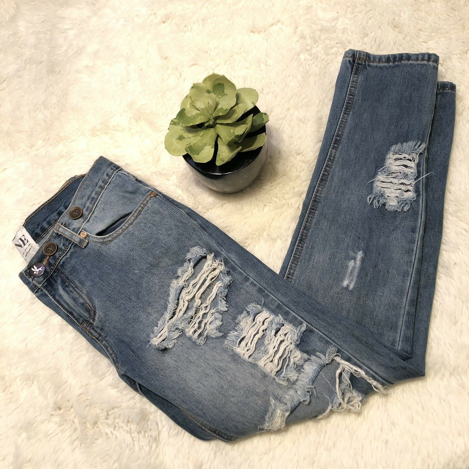 One Teaspoon 24 Destroyed Awesome Baggies Relaxed Fit Jeans Button Embellished
