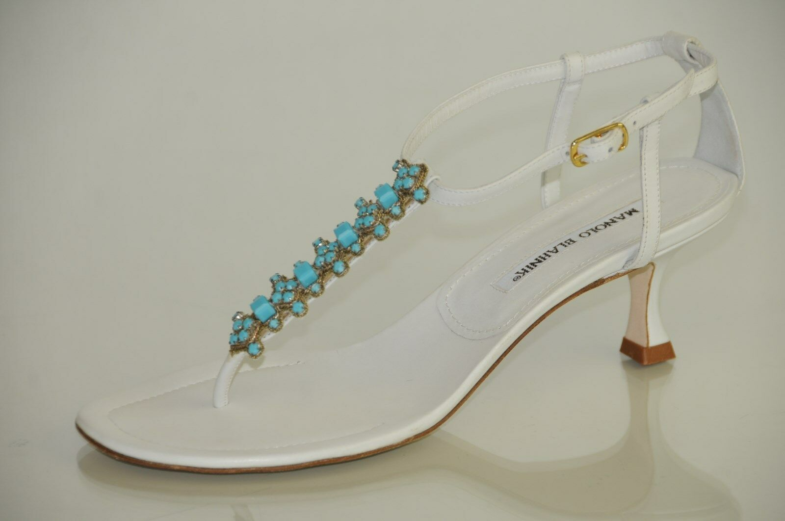 New MANOLO BLAHNIK WHITE Turquoise Jeweled Thong Thong Thong SANDALS Kitten Heels 37 6.5 bd0d52