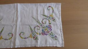 Pretty-linen-tablecloth-hand-embroidered-flowers-Compact-amp-detailed-stitches