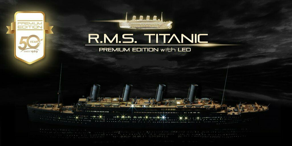 Academy 1 400 50 Years Anniversary R.M.S. Titanic Premium Edition with LED