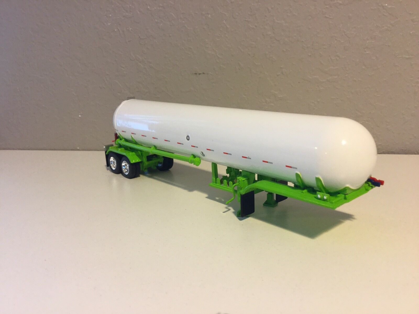 DCP 1 64 Lime Green Green Green & White Bottle Tanker Trailer e62f4b