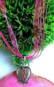 Herz-Halskette-Organzaband-Kette-Pink-Silber-filigranes-Muster-Dirndl-Wiesn