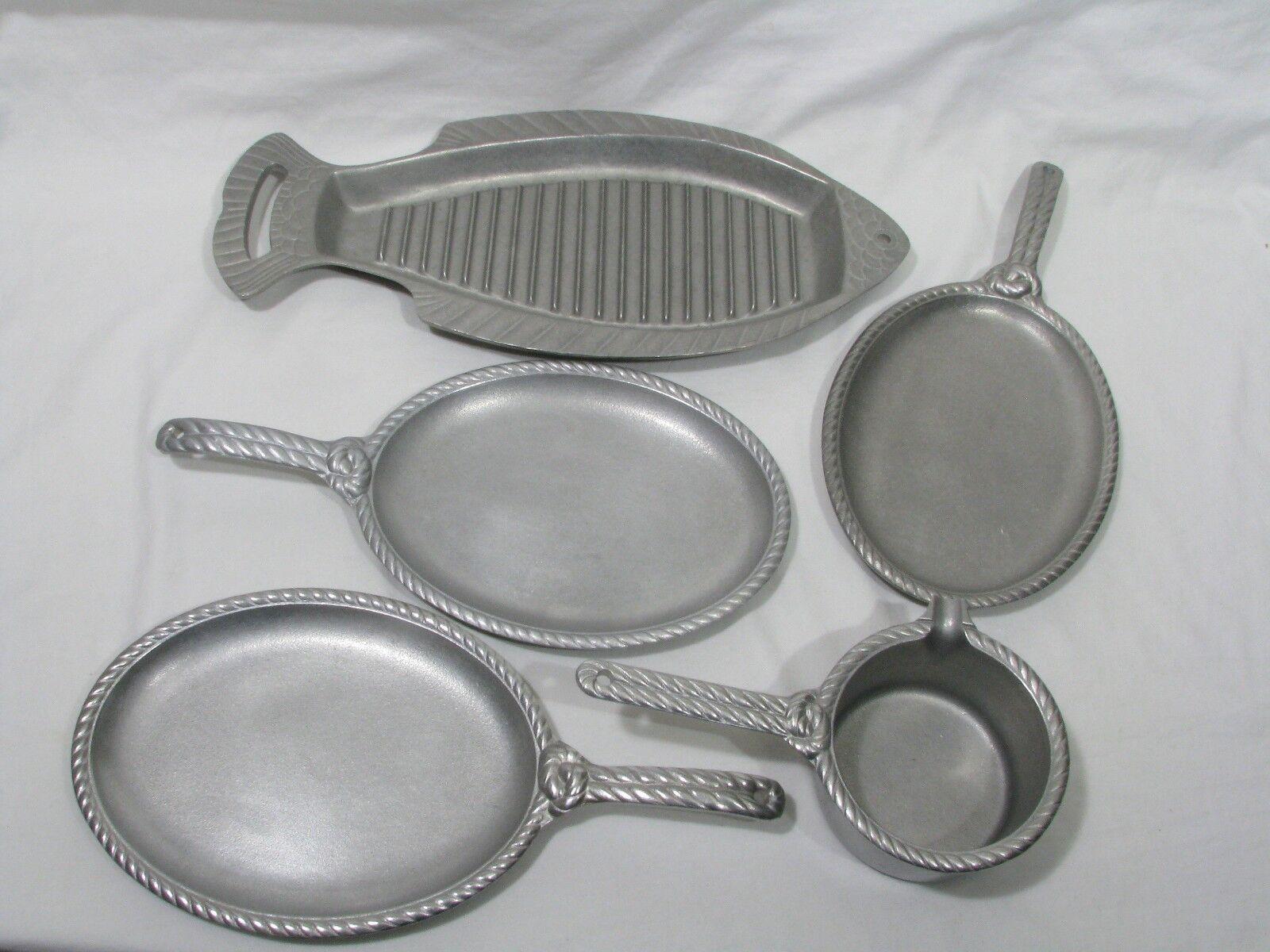 5 pc Set Wilton Armetale Grillware POISSON, 3 Sizzle Platter et sauce pot