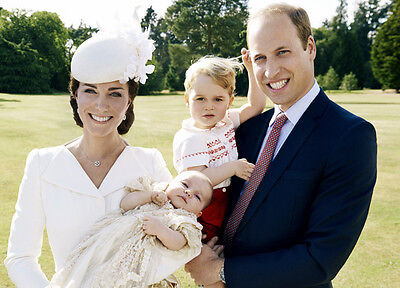 P671 Prince William Kate Middleton /& Princess Charlotte 10 x 8 UNSIGNED photo