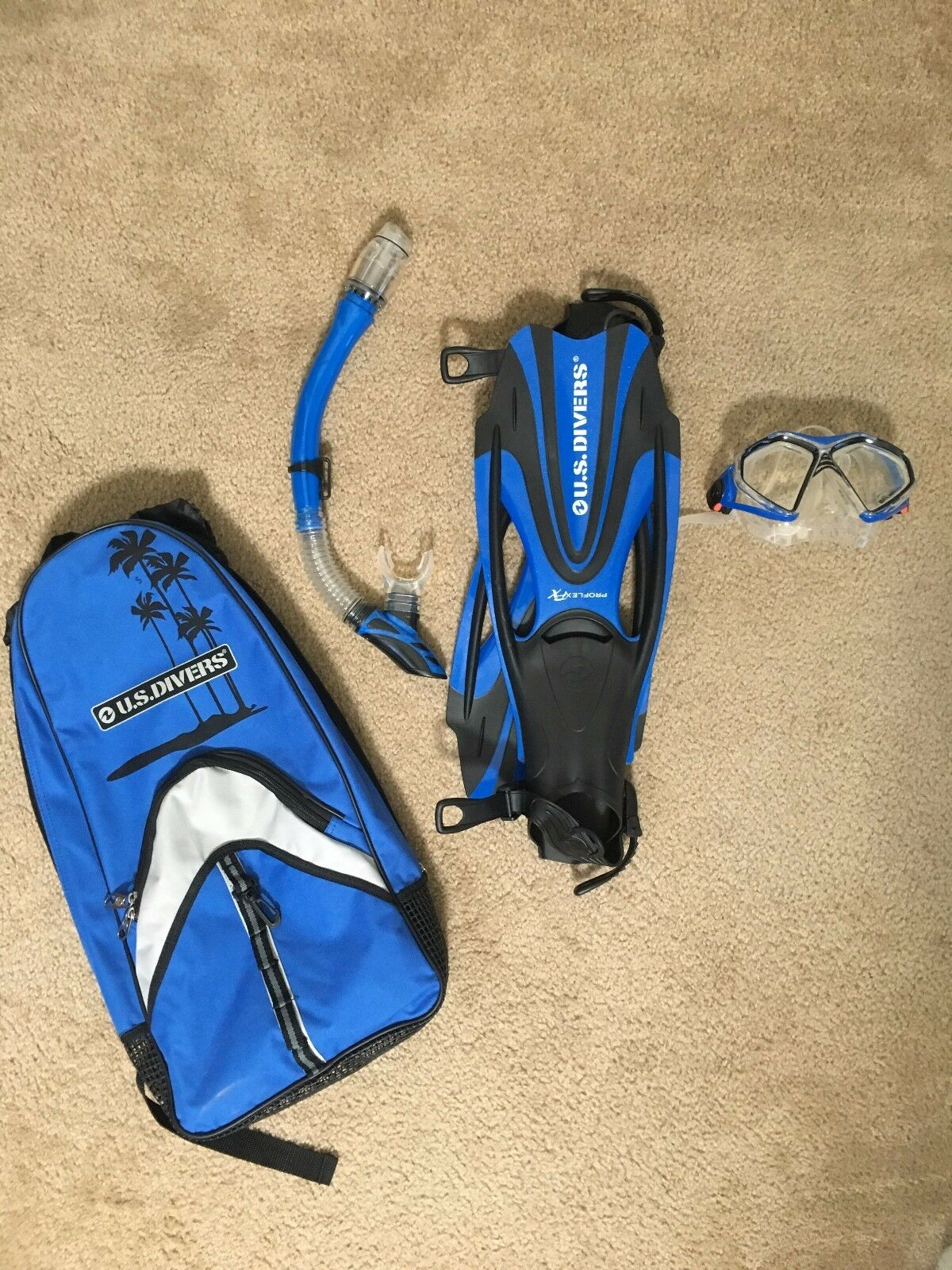 Special   New USDivers Adult Snorkeling Kit + Life Vest - 4 available for