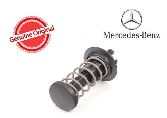 Set of 2 Mercedes W204 W212 X204 C63 C250 2008 2009-2013 Genuine Hood Springs