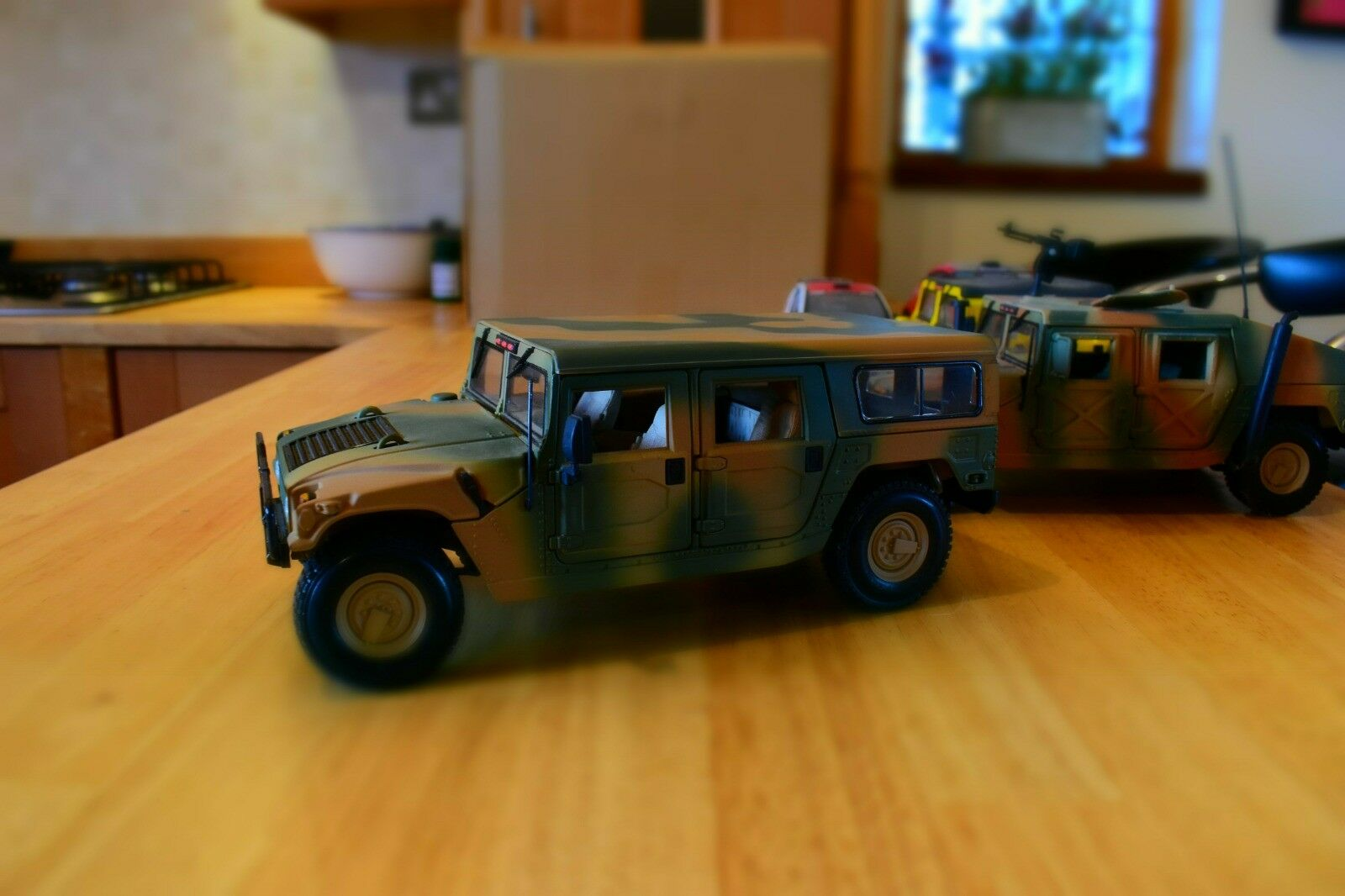Maisto 1 18 Humvee H1 Rare Military Troop carrier