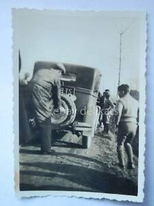 TRIESTE-auto-1930-incidente-gomma-pneumatico-vecchia-foto-old-photo-car-1