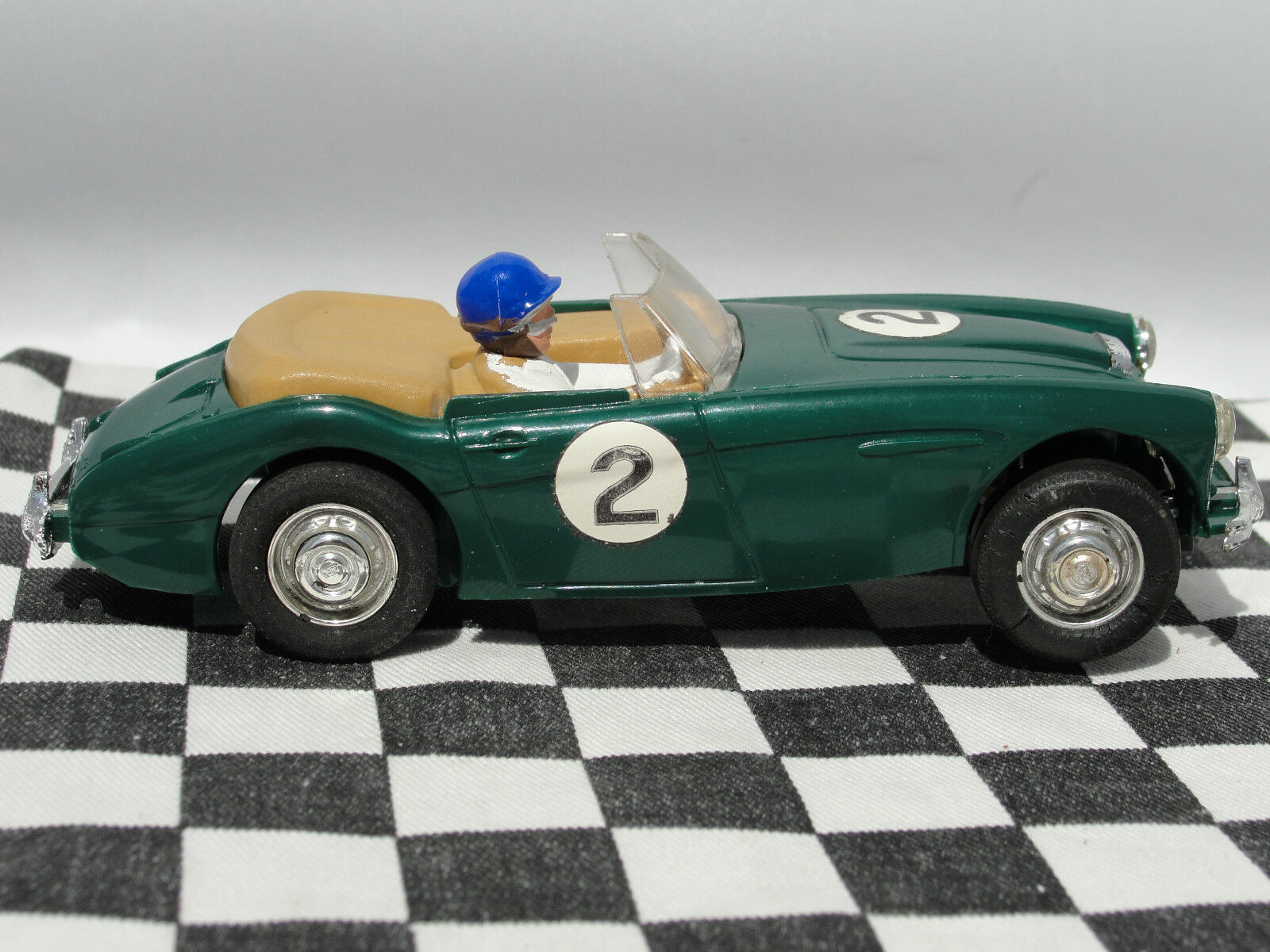 AUSTIN HEALEY 3000 GREEN 'S    1.32  USED  UNBOXED SLOT