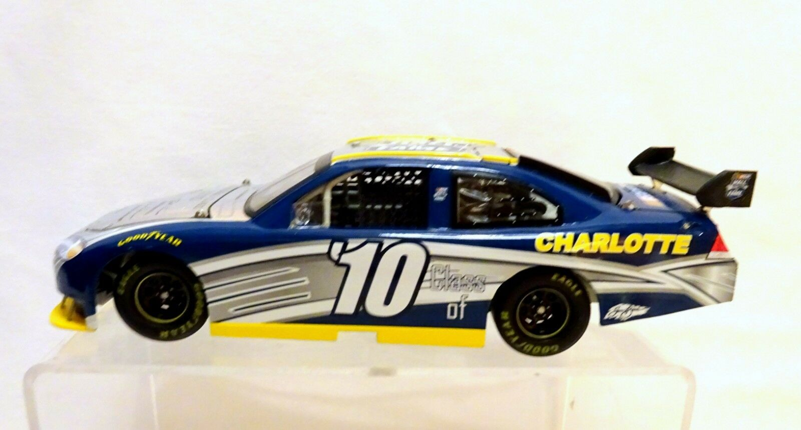 NASCAR INAUGURAL CLASS OF 2010 HALL OF FAME  1:24 SCALE 5 INDUCTEES     (31)