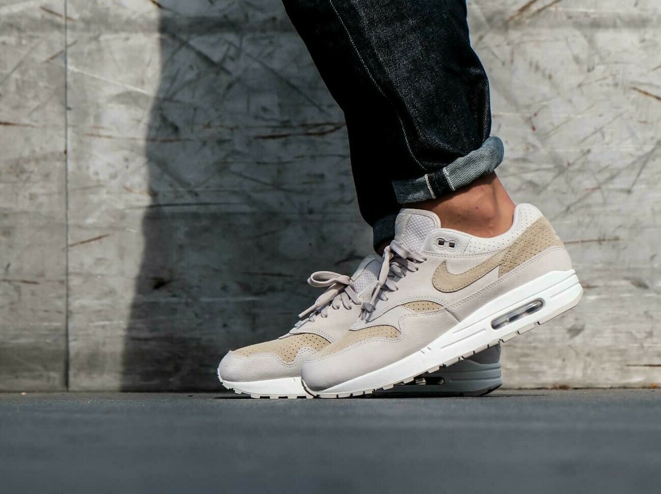 NIKE AIR MAX 1 PREMIUM. Men's shoes. Size 13 Style 875844 004. (NO BOX LID) NEW