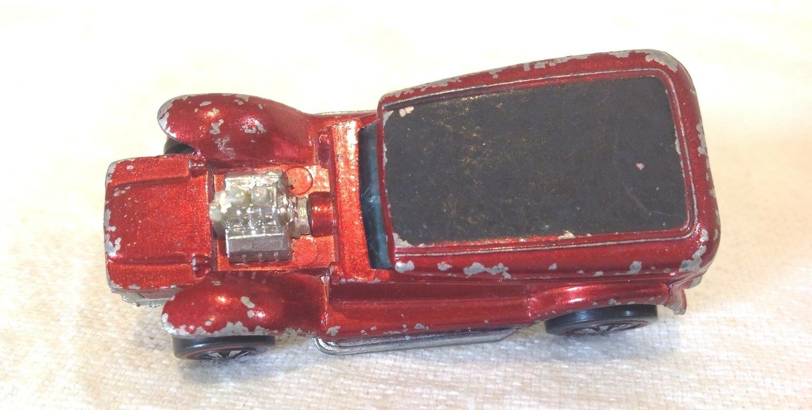 HOT WHEELS RED LINER     THE DEMON   1969 WITH METAL BADGE 245c2c