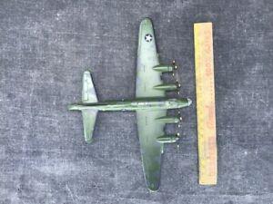 Maquette-de-bombardier-americain-en-metal-MEMPHIS-jouet-ancien-avion-militaire