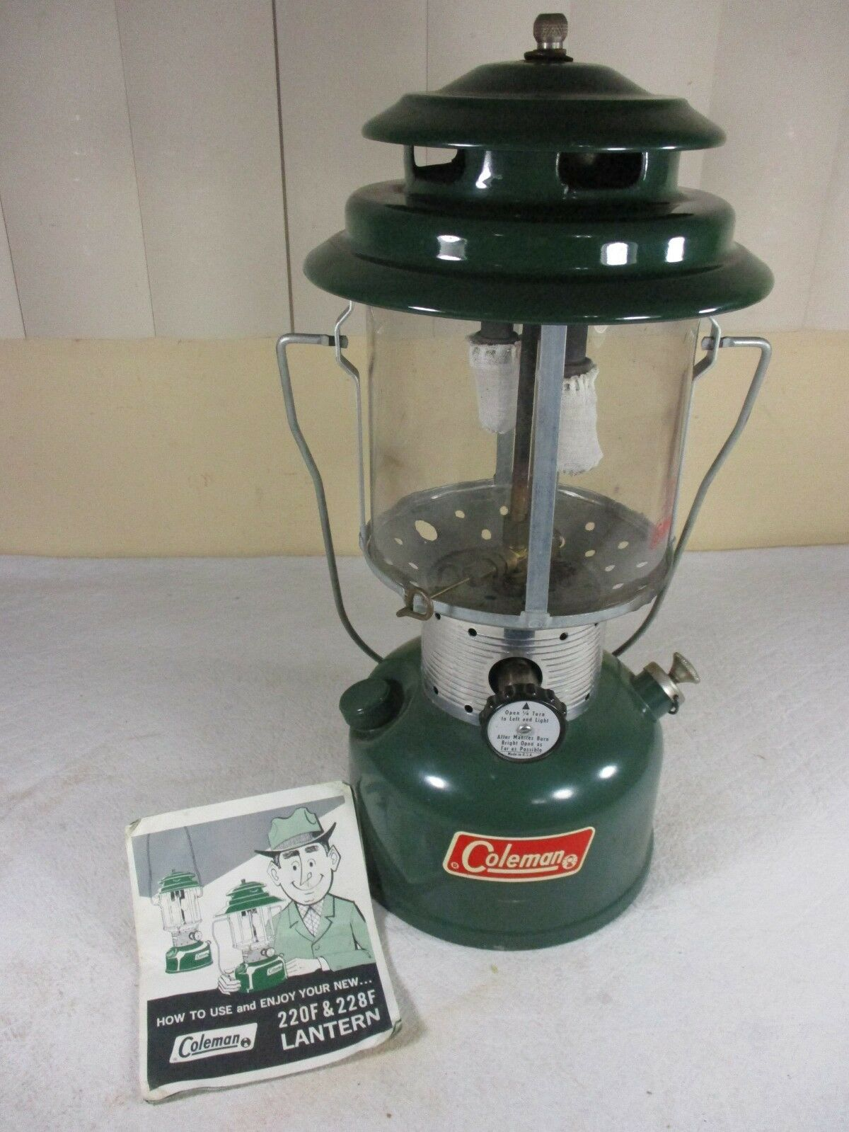 Vintage 1971 Coleman Model 220F SUNSHINE OF THE NIGHT Double Mantle Gas Lantern