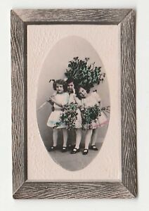 Henry-Clay-Cuba-Cigarette-Tobacco-Card-three-young-girls-holding-flowers