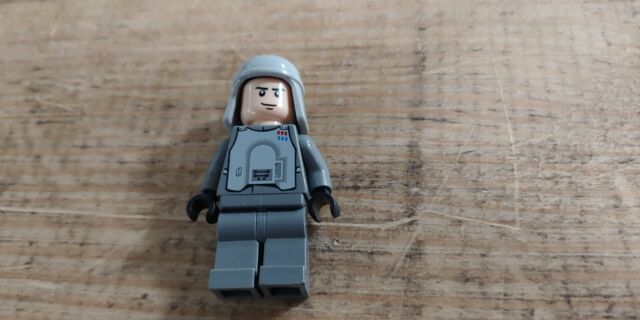 Lego Star Wars IMPERIAL OFFICER HOTH 8084 minifig minifigure