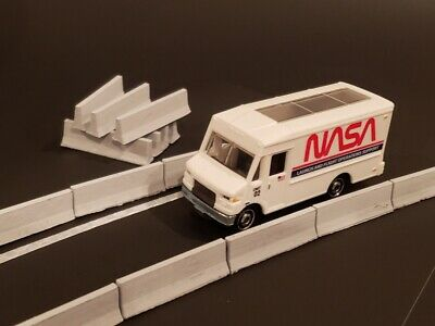 """HO Scale 1:87 /"""" Jersey Barrier /"""" Set of 10 Precast Concrete Temporary Barriers"""