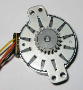 Sanyo Small Alternator - Wind Water Permanent Magnet - 1 V / 50 RPM - 20T Gear