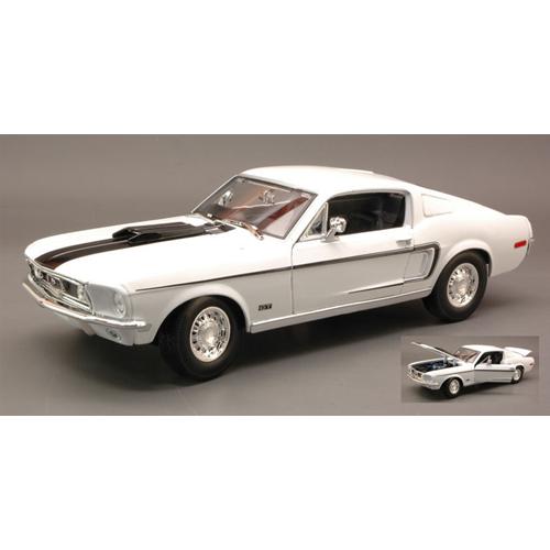 FORD MUSTANG GT COBRA JET 1968 bianca  1:18 Maisto Auto Stradali Die Cast
