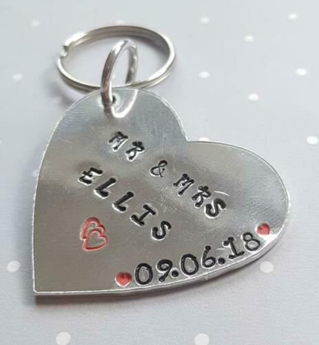 Heart Wedding Present Keepsake Gift Mr and Mrs Keyring Newly Weds Wedding Gift