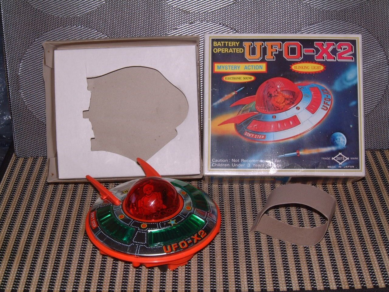 DAIYA VINTAGE B/O, TIN & PLASTIC UFO-X2 SPACE SHIP PERFECTLY WORKING W/BOX