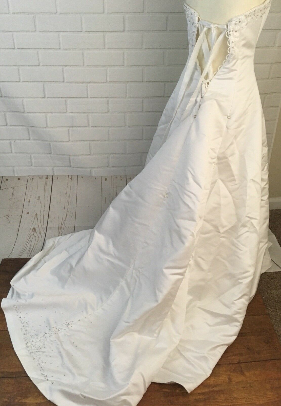 Wedding Dress Women's Size 6  With Vail Maggie So… - image 5