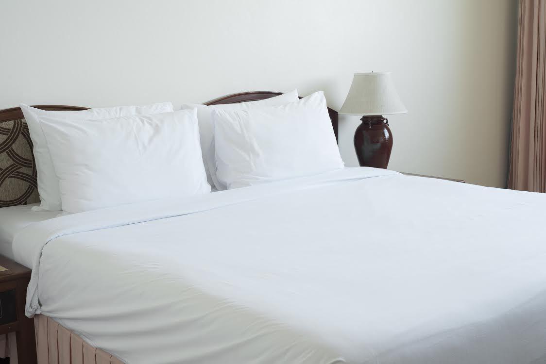 Pillowtex ® Hotel Duvet Covers (Queen and King)