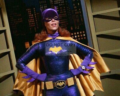"""YVONNE CRAIG AS /""""BATGIRL/"""" IN THE TV SERIES /""""BATMAN/"""" 8X10 PUBLICITY PHOTO CC232"""