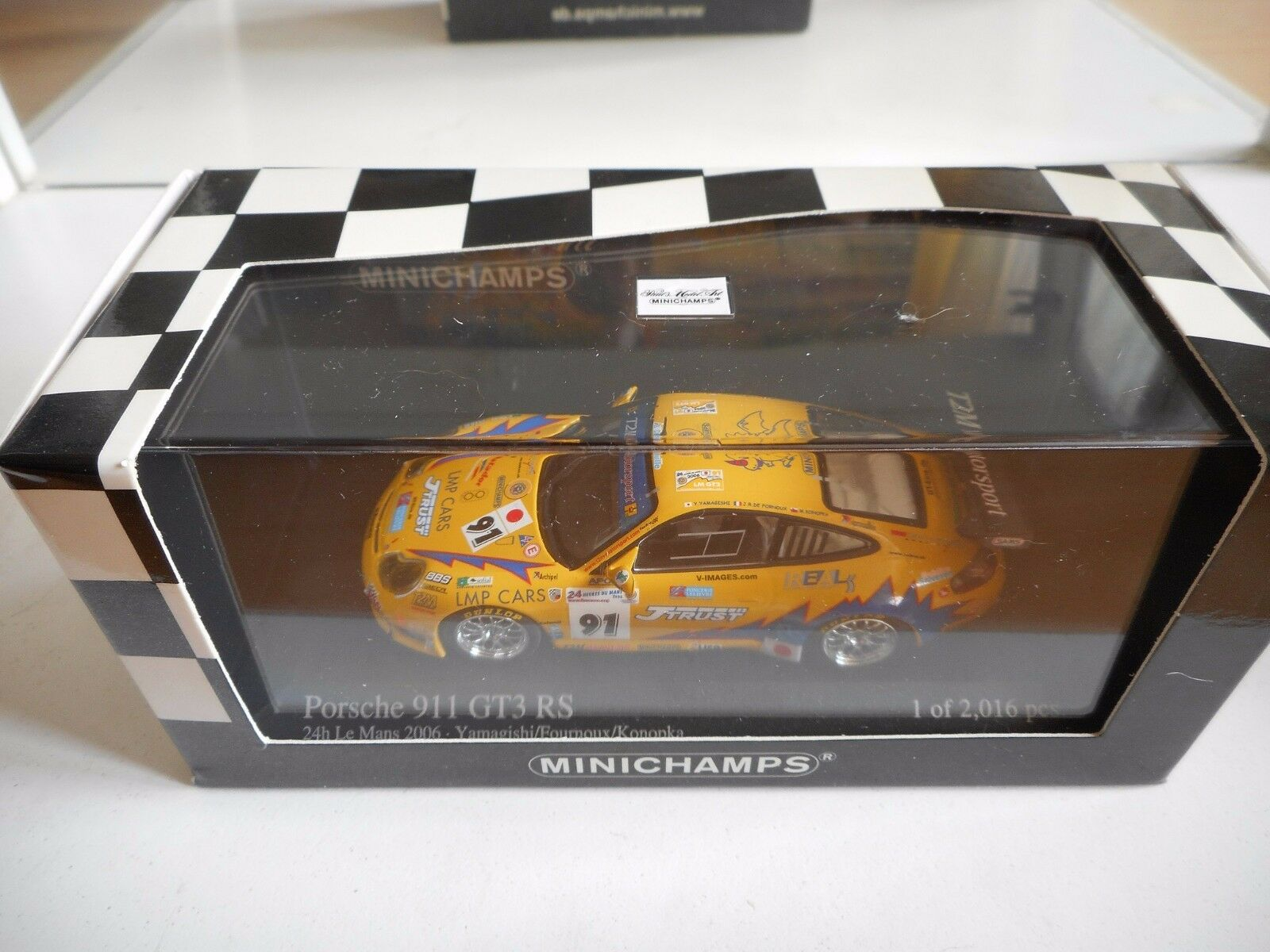 Minichamps Porsche 911 GT3 RS 24h Le Mans 2006 in in in Yellow on 1 43 in Box 630423