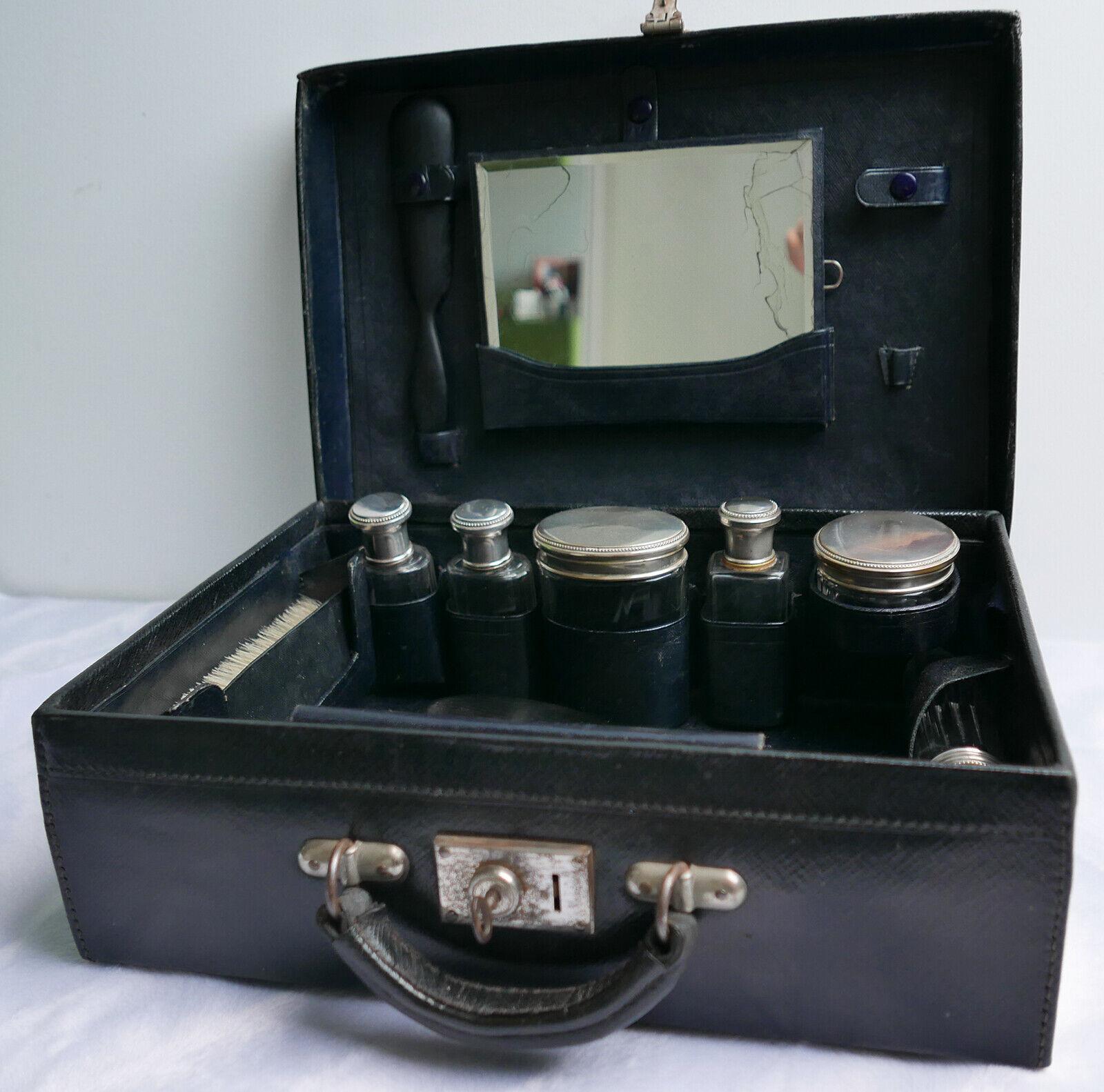 Valise  mallette nécessaire de toilette—Cuir nero—Fermoir à clé—Début XXe