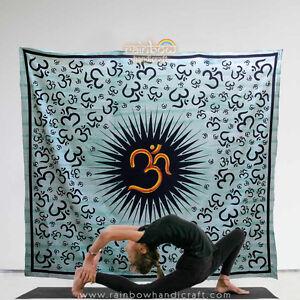 Wandbehang-Tagesdecke-Sofaueberwurf-Om-aum-Bettueberwurf-thangka-Hippie-Goa-Indien