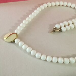 Act11-White-Bead-Glass-W-beige-Pendant-Necklace-33