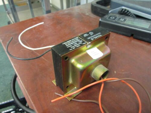 120V Secondary Johnson Controls Transformer Y64AL-2 100VA Primary 25V Used
