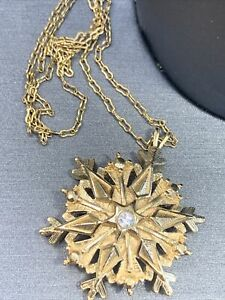 """Gold tone  Crystal Snowflake pendant necklace Delicate 20"""" Chain"""